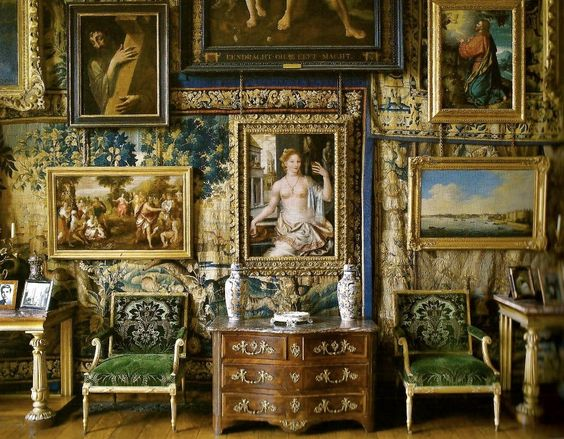 15 Jaw-dropping Home Interiors & the Paintings they House